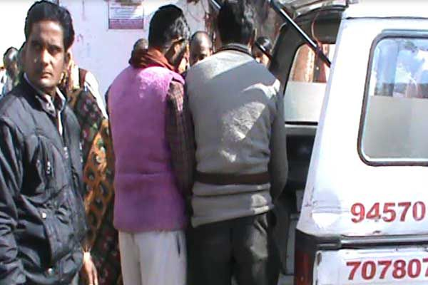 Bus crack up DCM the driver died on the spot in badaun - Budaun News in Hindi